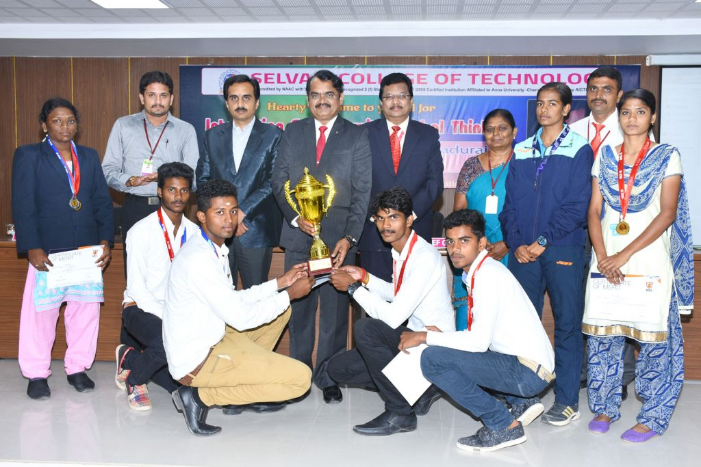 Sports Students receiving Trophy from Padmasri Dr.Mayilsamy Anna Durai, Former  ISRO Director 1