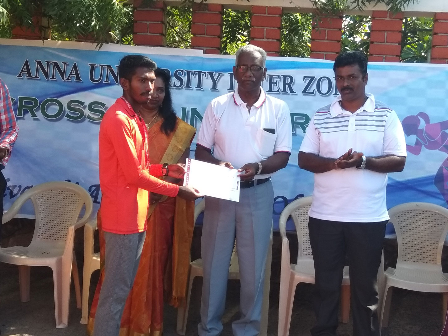 R.Ranjith Kumar Receiving Anna University Cross Country Gold Medal at Dr Sivanthi Adithanar College, Trichendur 1